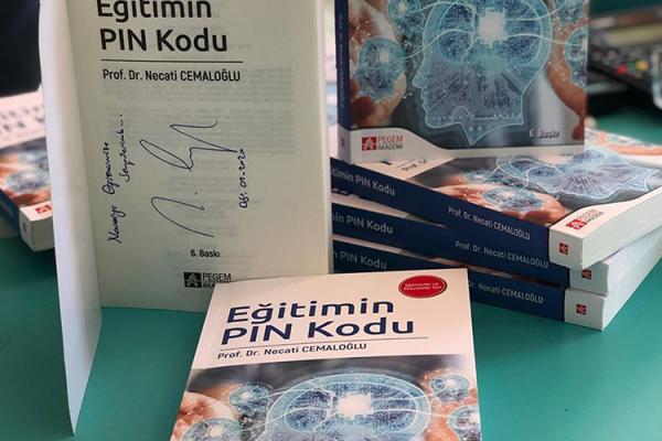Prof. Dr. Necati CEMALOĞLU, Noverge'de kitaplarını imzaladı